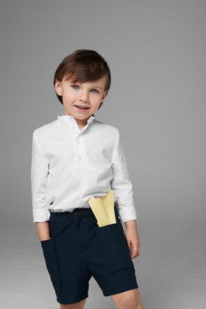 niño con bermudas